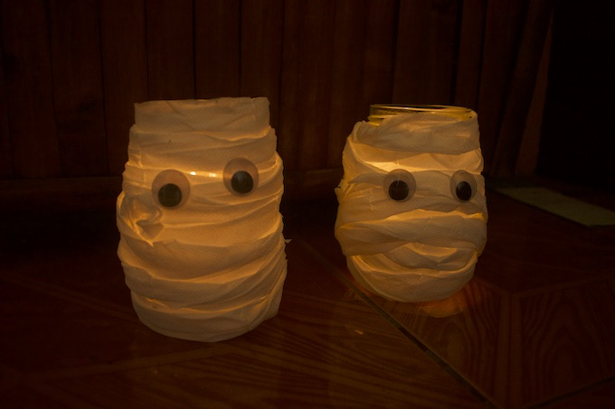 How to Make a Mason Jar Mummy Lantern