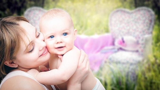 pumping breastmilk vs nursing-min